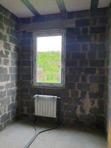 Радиатор отопления в загородном доме